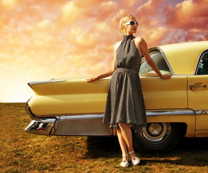 Fotolia 35562967 Subscription XL 700x582 Девушка в платье возле авто   Girl in dress near the car