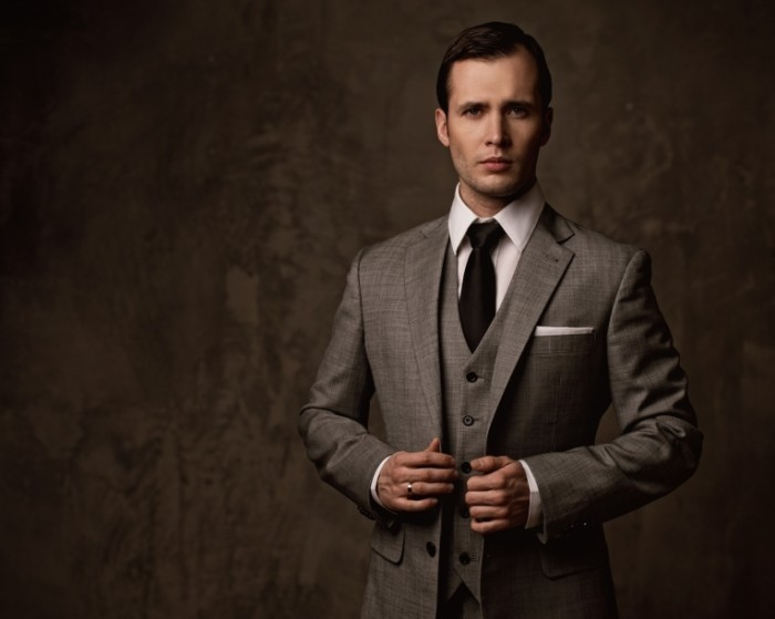Fotolia 41586869 Subscription XL 700x559 Мужчина в класическом костюме   Man in the bar suit
