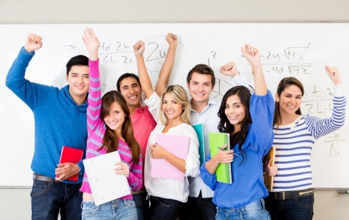 Fotolia 42761647 Subscription XXL 700x442 Счастливые студенты   Happy students