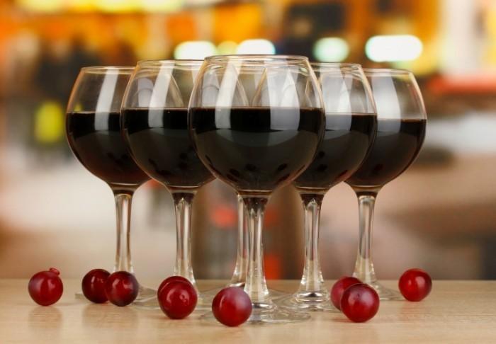 Fotolia 48119841 Subscription L 700x486 Бокалы вина   Glasses of wine