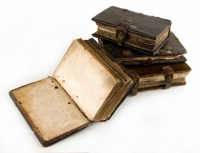 Fotolia 5072439 Subscription L 700x534 Старые книги   Old books