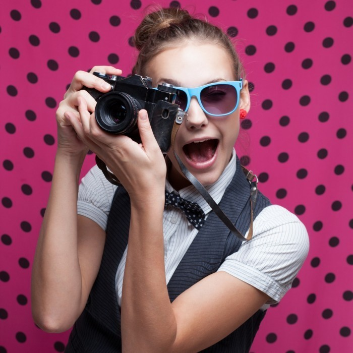 Fotolia 58112930 Subscription Monthly M 700x700 Девушка с фотоаппаратом   Girl with a camera