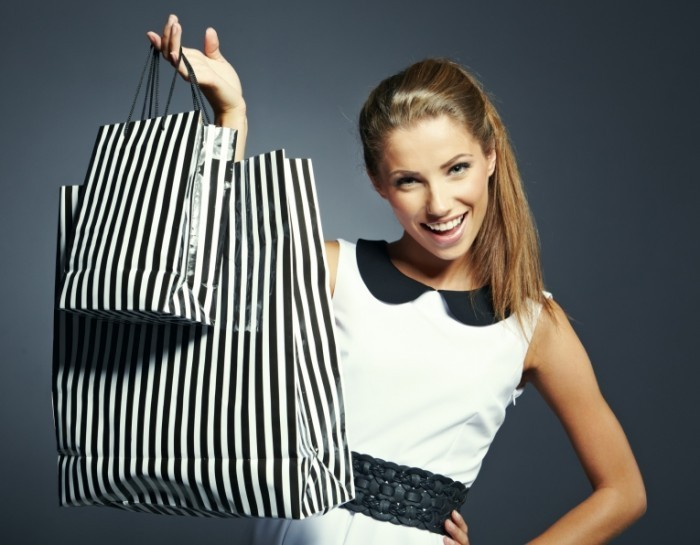 Frau Shopping  T Tulic   Fotolia com L 700x545 Девушка с пакетами   Girl with packages