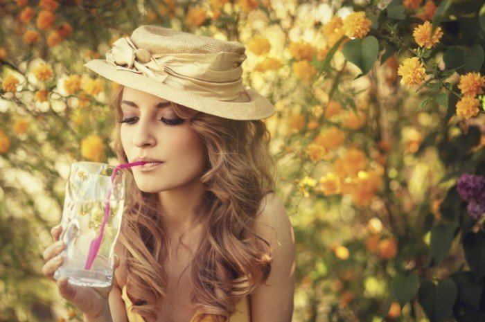 istock 000020474375large 700x465 Девушка в шляпе   Girl in the hat