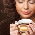 Кучерявая девушка с кофе - Curly girl with coffee