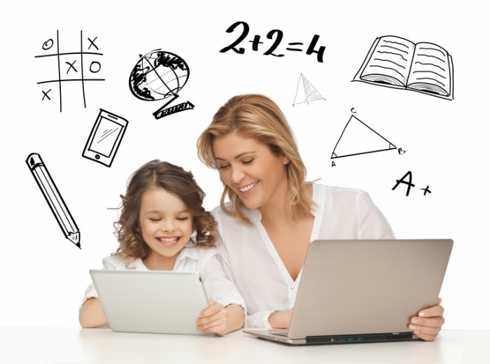 shutterstock 149214674 700x520 Женщина с девочкой за ноутбуками   Woman with a girl for laptops