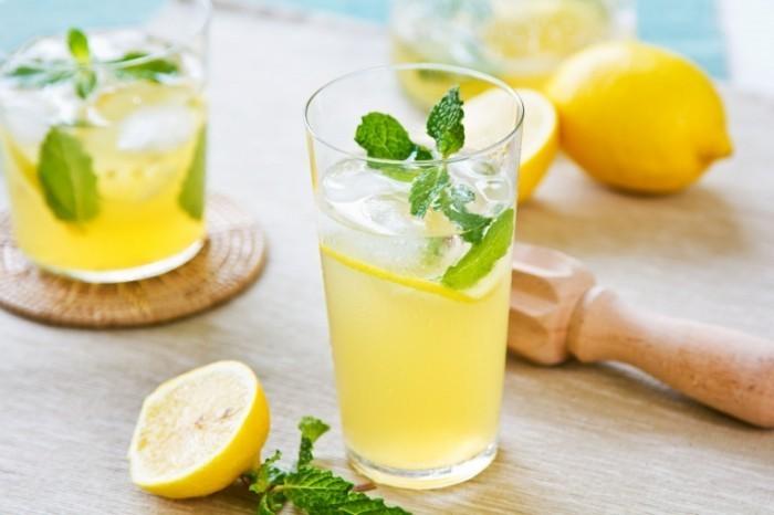 shutterstock 171620216.0 700x466 Стакан лимонада   Glass of lemonade