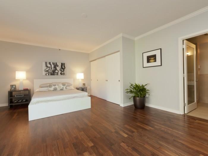 shutterstock 187756244 4 3 700x524 Интерьер спальни   Bedroom interior