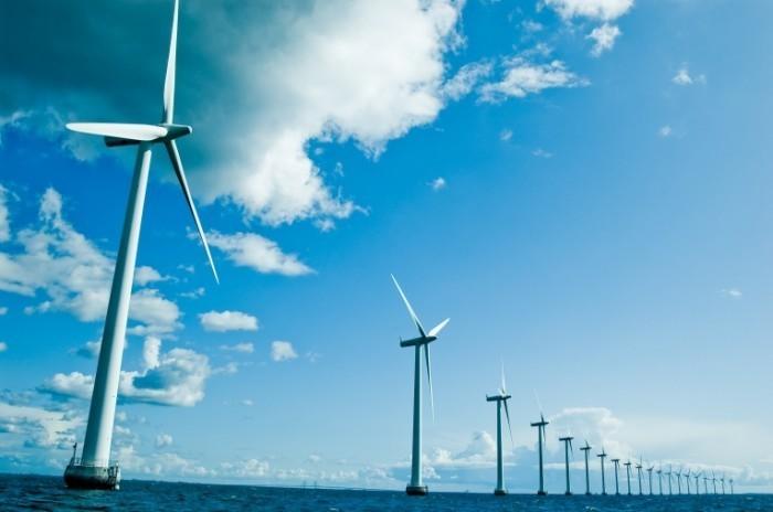 shutterstock 43932949 700x464 Ветряки на воде   Windmills on the water