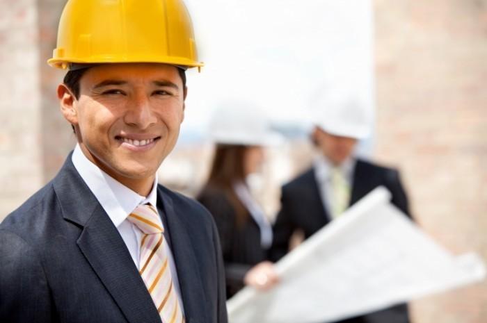shutterstock 49761472 700x465 Мужчина в каске   Man in helmet