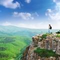 Туристка на вершине горы - Tourist on a mountain top