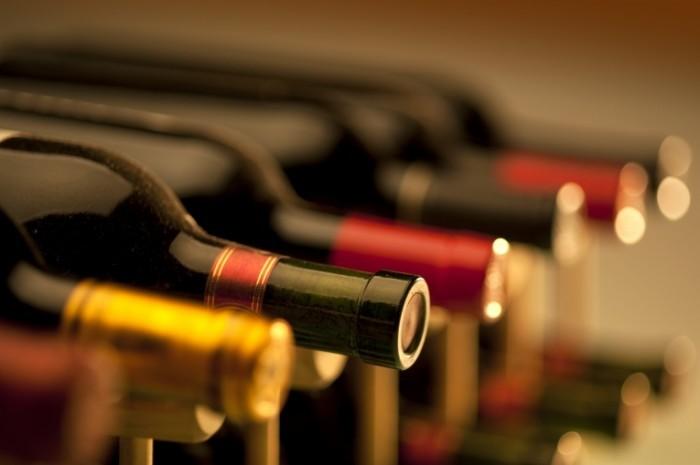 shutterstock 71718745 700x465 Вина в бутылках   Wine in bottles