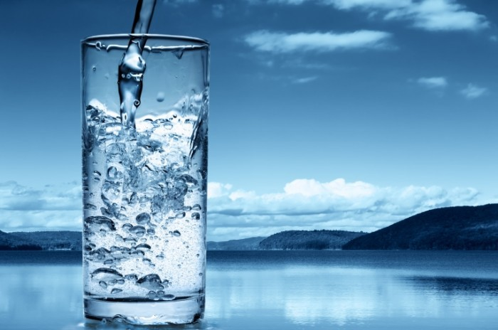 shutterstock 73168906 rqsxhx 700x464 Стакан воды   Glass of water