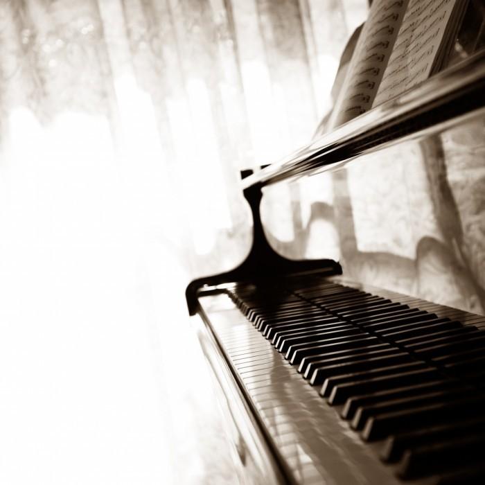 shutterstock 94369528 700x700 Фортепиано   Piano