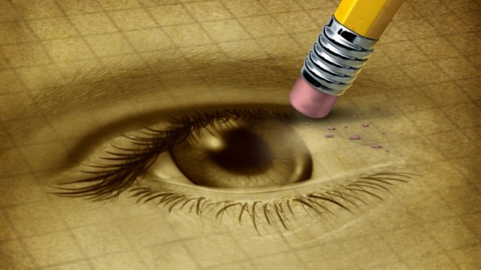 2013 7 23 Fotolia 44079106 M 700x393 Глаз с карандашом   Eye with a pencil