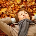Девушка в осенних листьях - Girl in autumn leaves