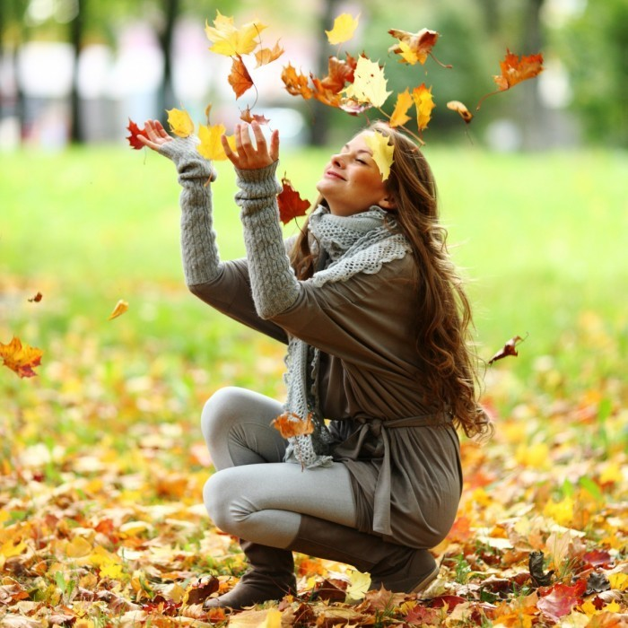 Depositphotos 6934443 original 700x700 Девушка с листьями   Girl with leaves
