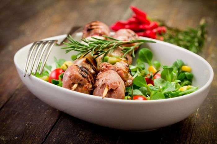 Depositphotos 8510534 700x466 Шашлык в тарелке   Shish kebab on a plate