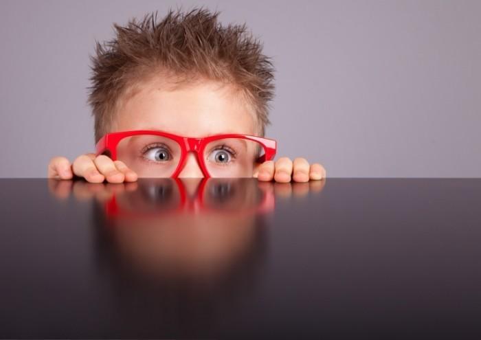 Dollarphotoclub 48896337 700x495 Мальчик в очках   Boy with glasses