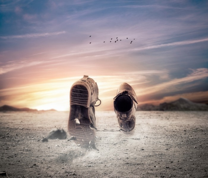 Dollarphotoclub 48914298 700x599 Ботинки в песке   Boots in sand