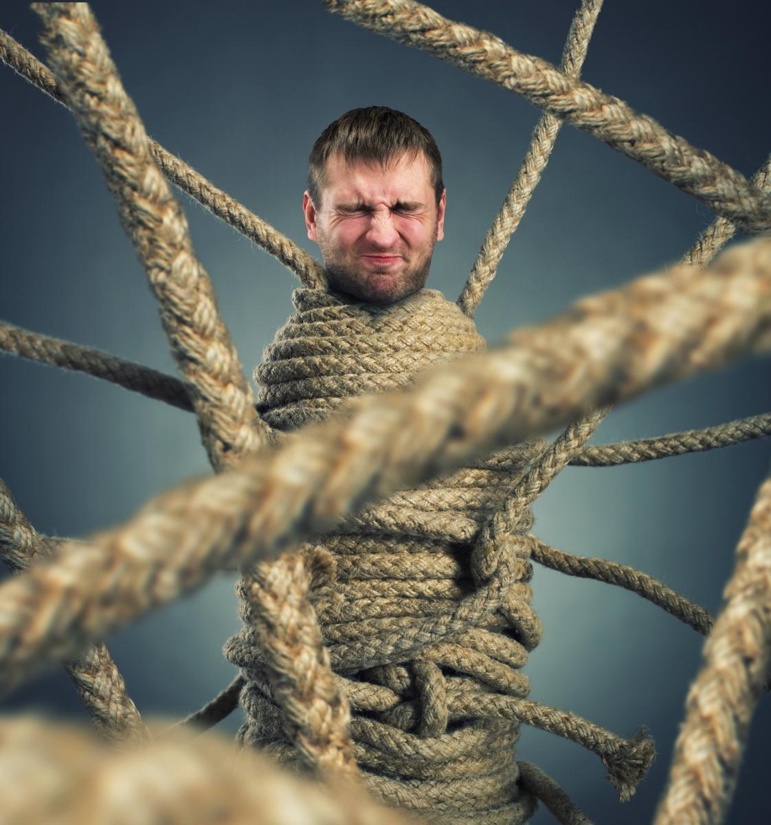 Поймать и связать верёвкой