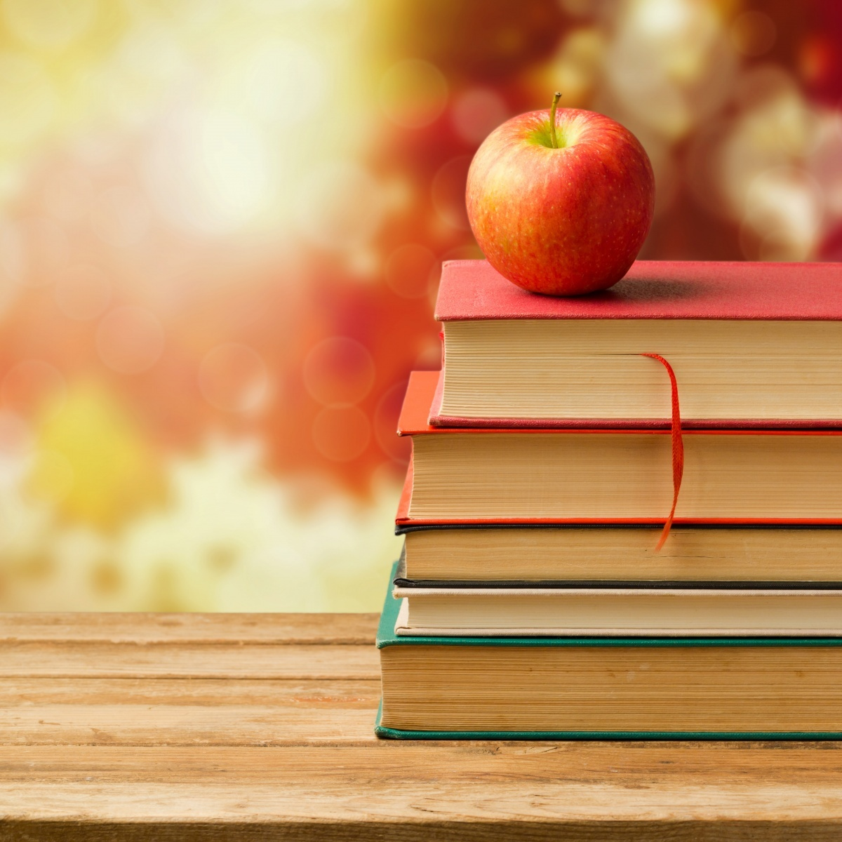 Обои на рабочий стол листья яблоко книга