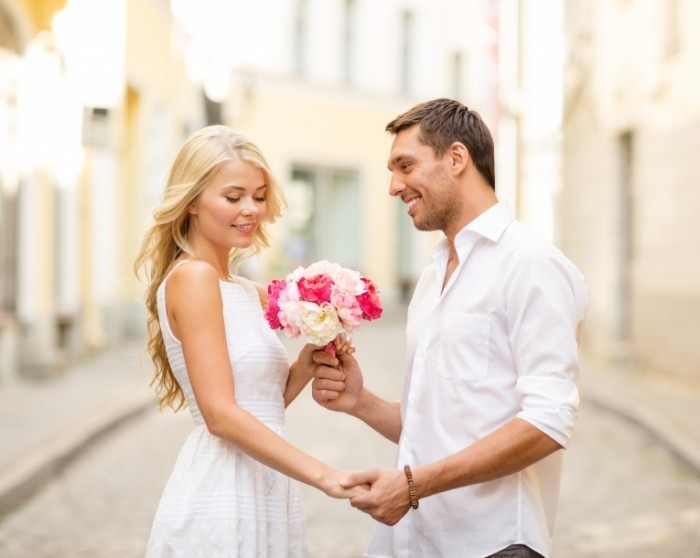 Dollarphotoclub 59364762 700x558 Пара с цветами   Couple with flowers