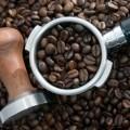 Зерна кофе и ручная кофемолка - Coffee beans and coffee grinder manual