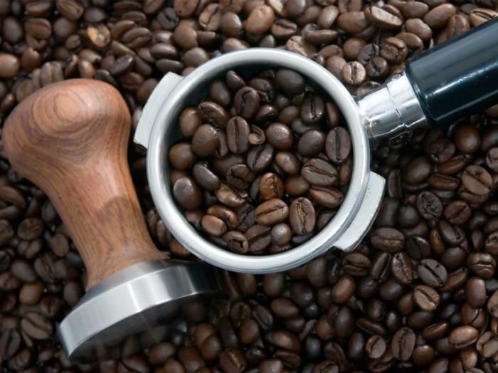 Зе�на ко�е и ���ная ко�емолка � coffee beans and coffee