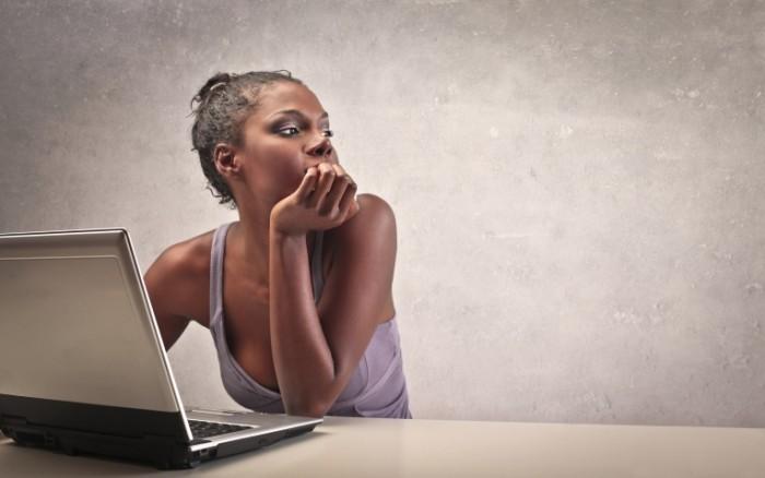 depositphotos 14856561 700x438 Африканка за ноутбуком   African woman at a laptop