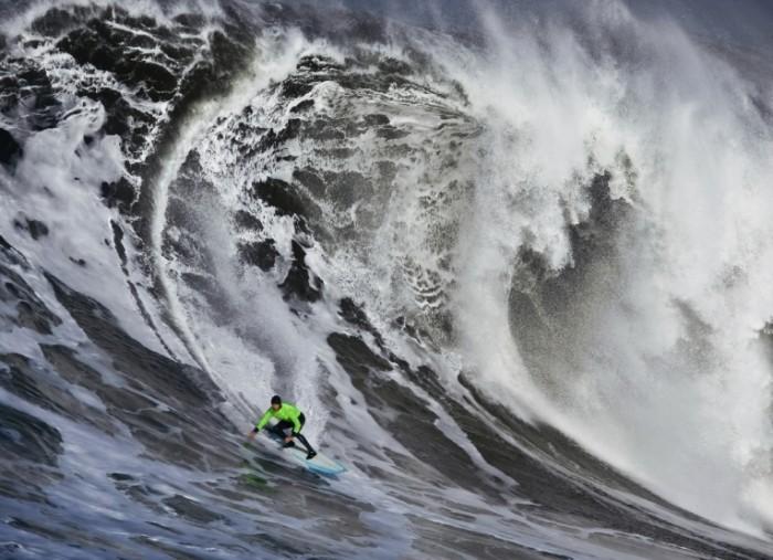 istock 000013798979medium 700x507 Серфинг на волнах   Surfing the waves