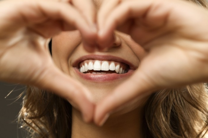 istock beautiful heart smile 700x465 Улыбка девушки в сердце   Smiling girl in the heart of
