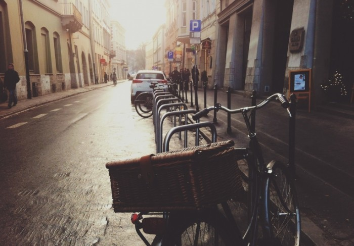 parked bike 700x487 Велосипед на улице   Bike on the street