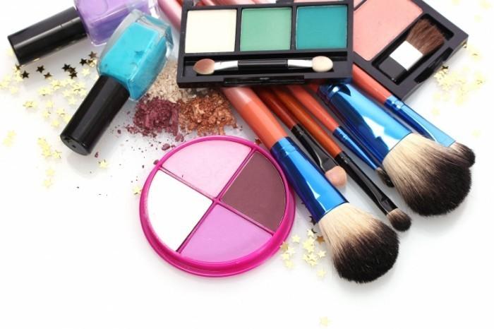 shutterstock 113100679 700x466 Косметика   Cosmetics