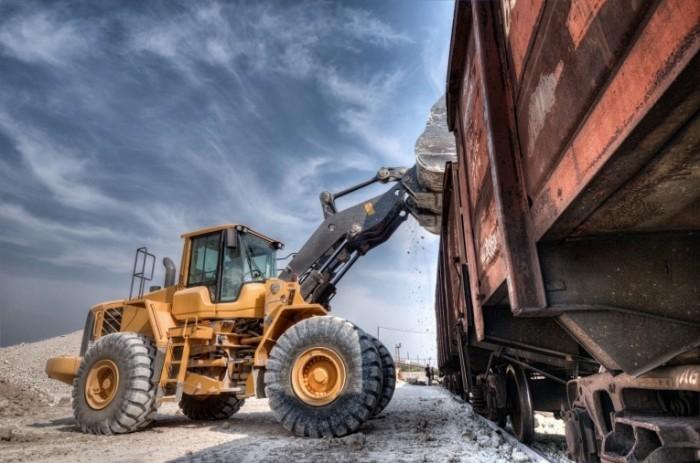 shutterstock 123529891 700x463 Трактор с краном   Tractor with crane