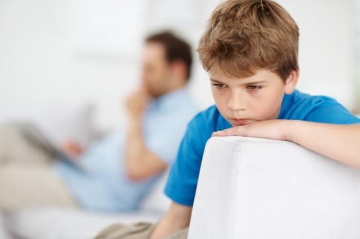 shutterstock 640112381 700x466 Грустный мальчик   Sad boy