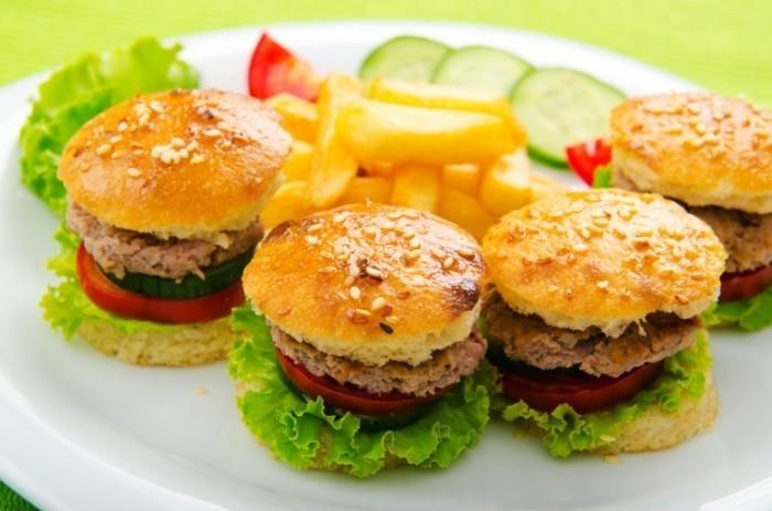 shutterstock 85823884 700x463 Гамбургеры   Hamburgers