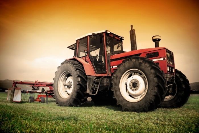 shutterstock 96227504 700x466 Трактор   Tractor