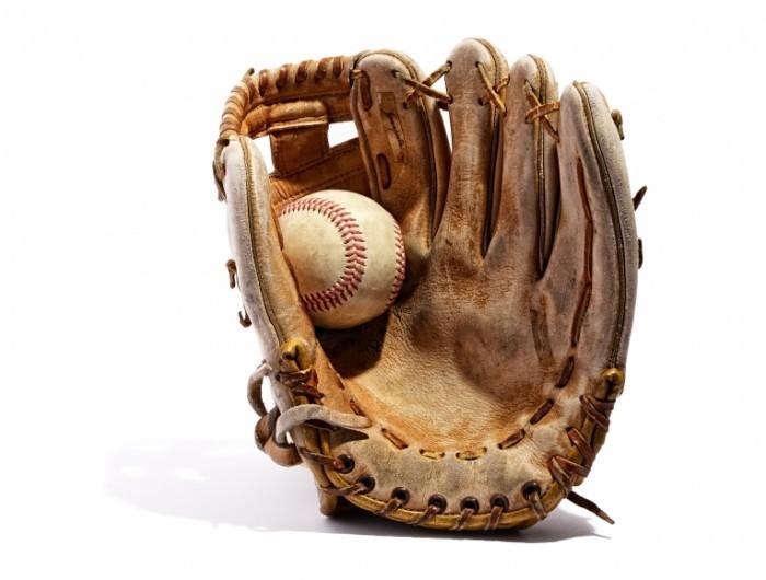 Dollarphotoclub 62528522 700x530 Бейсбольная перчатка   Baseball glove