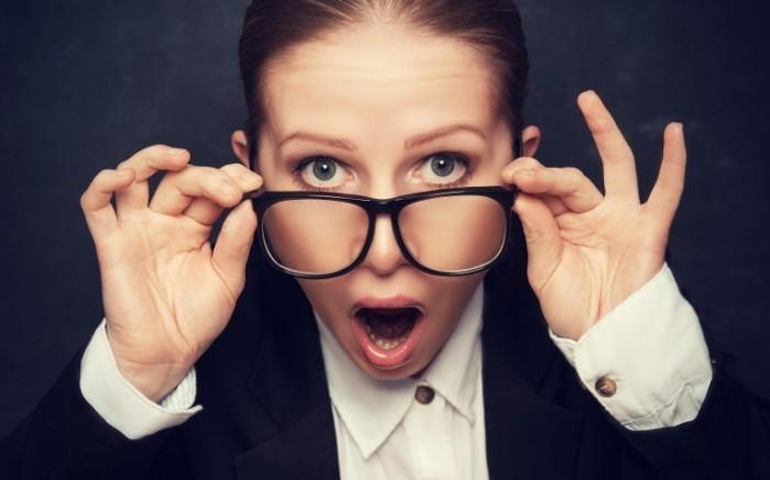 Dollarphotoclub 62627157 700x437 Женщина в очках   Woman with glasses