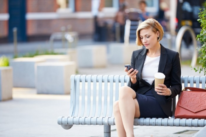 Dollarphotoclub 64194519 700x465 Бизнес леди на перерыве   Business woman on a break