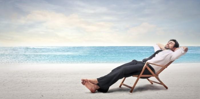 Dollarphotoclub 65308168 2400x1200 700x349 Бизнесмен на лежаке   Businessman on a sunbed