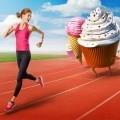 Девушка убегает от пирожных - Girl runs away from cakes