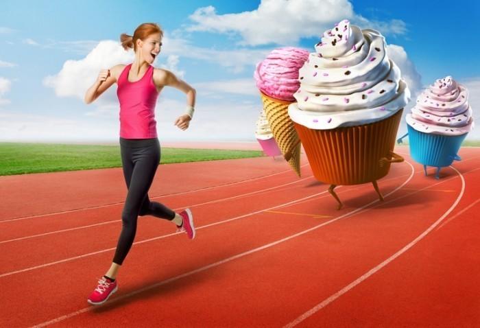 Dollarphotoclub 67111605 700x478 Девушка убегает от пирожных   Girl runs away from cakes