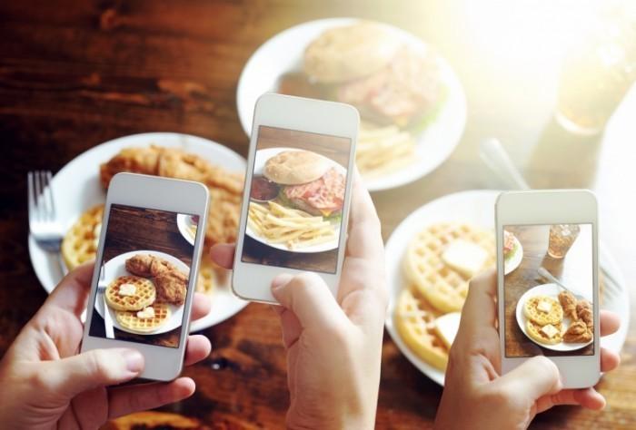 Dollarphotoclub 68636407 700x474 Вафли в телефоне   Waffles phone