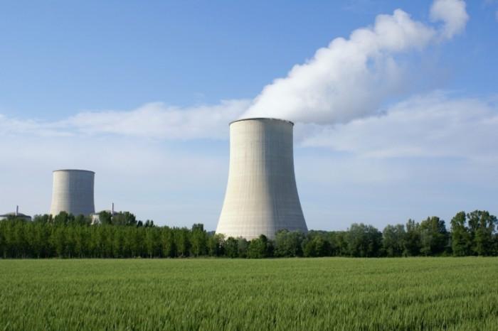 Fotolia 7565814 Nucl  aire XL22 700x466 Энергия   Energy