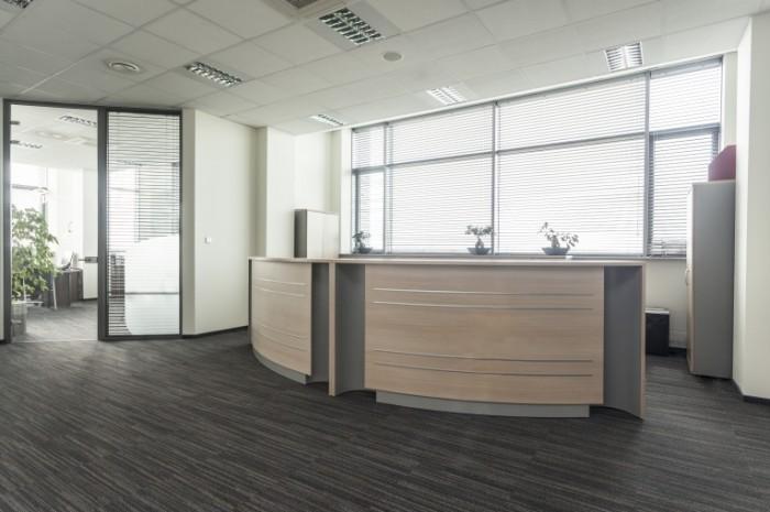 dollarphotoclub 52213602 700x465 Ресепшн в офисе   Desk in the office