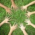 Руки на траве - Hands on grass