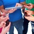Молодежь с гаджетами - Youth with gadgets