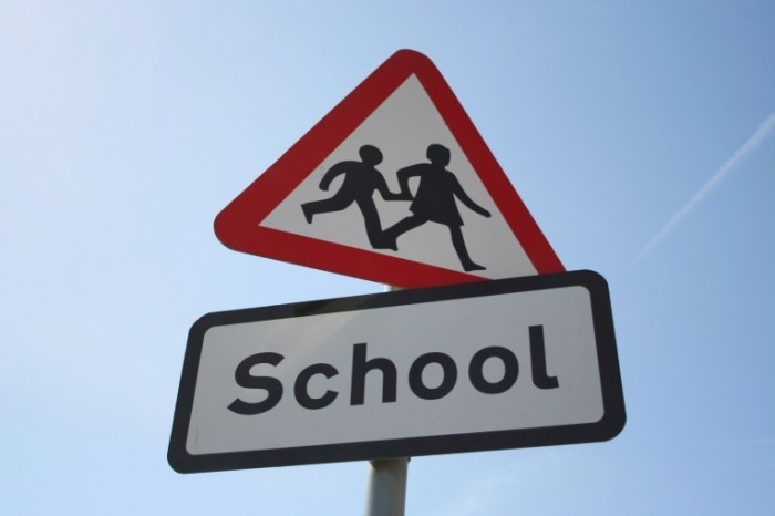 fotolia school 700x466 Дорожный знак школа   Road sign school